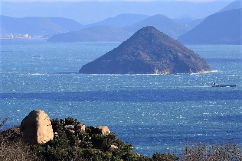 ニコニコ岩1