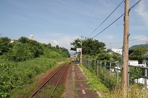 1024px-JRW_yatsugi_sta_enclosure.jpg