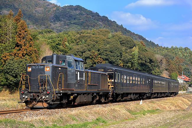 日田彦山線の黒い列車