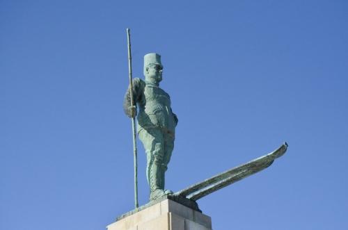 昼のレルヒ像