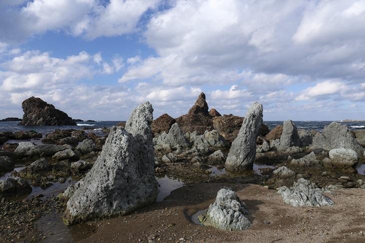 七浦海岸 林立する岩