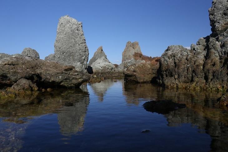 七浦海岸 林立する岩2