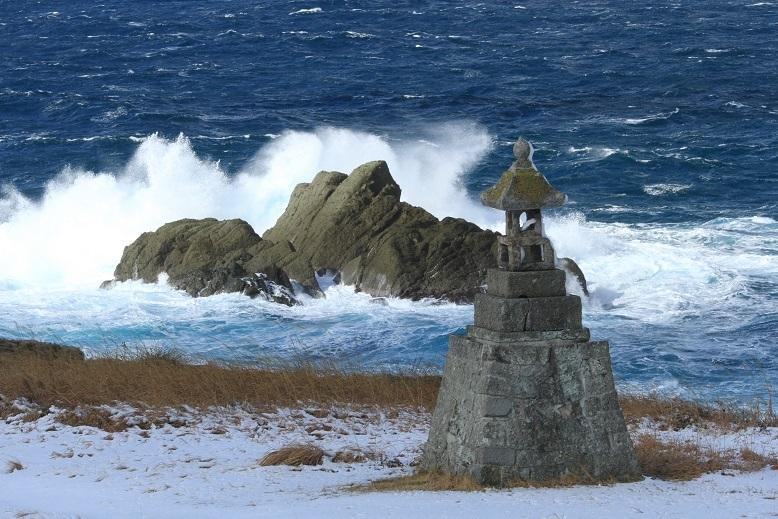 春日崎の石灯籠1