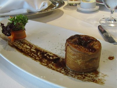 s-フォアグラとマッシュルームのパイ仕立てポートワイン