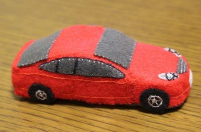 フェルトの車のおもちゃ