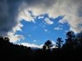 雲と雪とぶ空