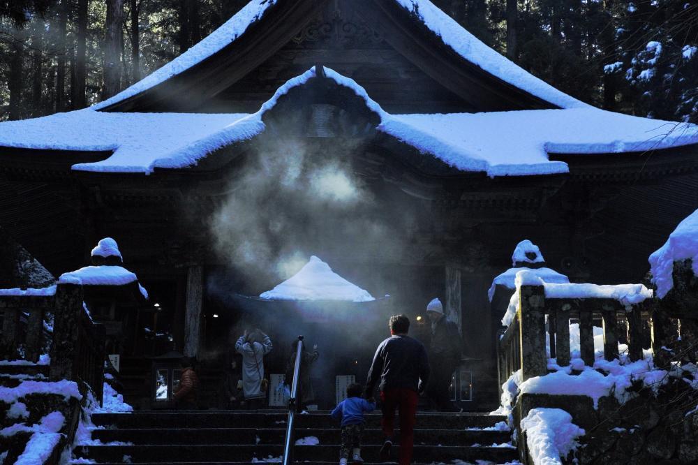 光さす寺院