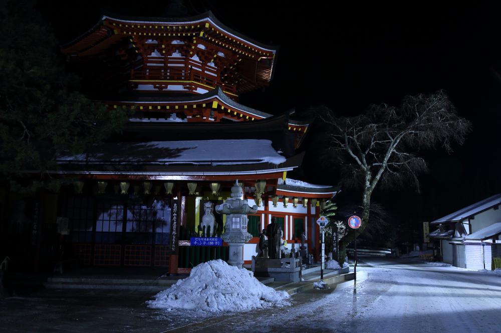静かな雪の夜