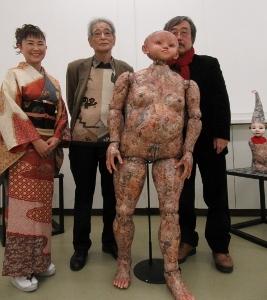 左から宮本さん、近藤さん、作品、僕