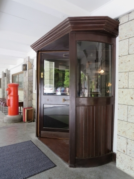 本館の回転ドア