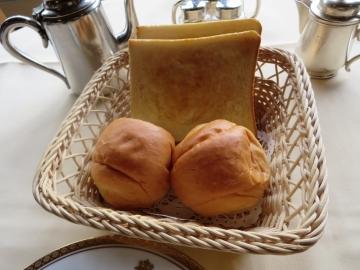 トースト(パンはあたたかい、ロールは昔味)