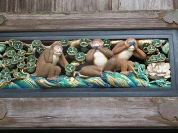 ・日光東照宮 只今修復のためレプリカの三猿彫刻