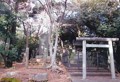 牛山頂上神社と碑
