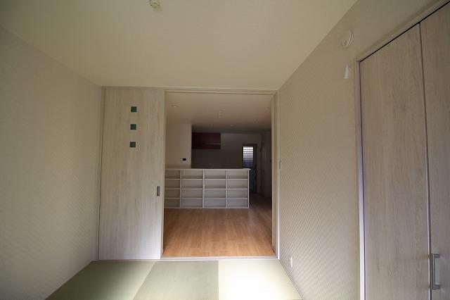 和室からキッチンカウンター収納