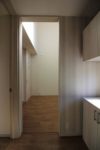 3玄関ホールと個室