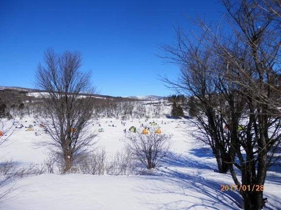 バラギ湖の氷上ワカサギつり