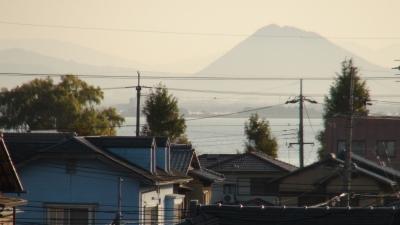 窓から見た琵琶湖(11月17日8時頃)