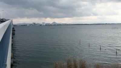 琵琶湖大橋西詰めから眺めた南湖(1月22日12時50分頃)