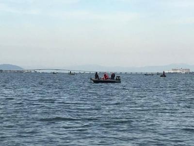 琵琶湖南湖雄琴〜カネカ沖は今日もボートがいっぱい!! 釣りに出てたFacebookのお友達から提供いただきました)