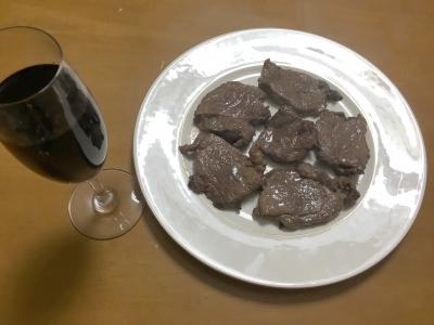 猪肉のステーキと赤ワイン