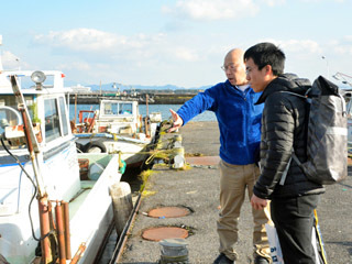 琵琶湖の漁師研修生が親方と初対面