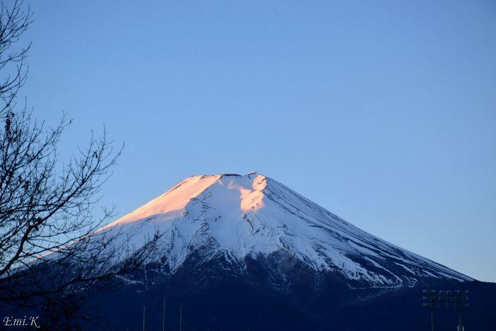 099-New-Emi-早朝の富士山頂