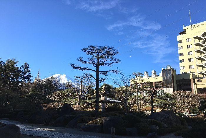 242-式場ホテル庭園からの富士山