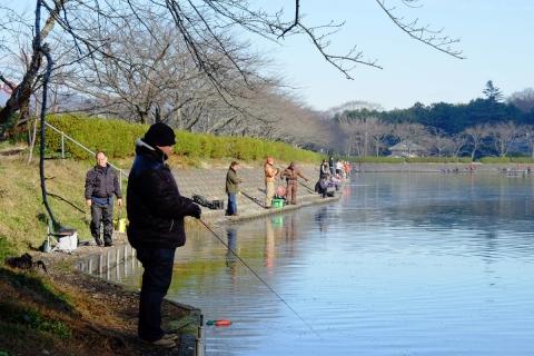 03池の釣り人