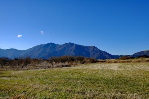 16bフードパーク手前の毛無の山々