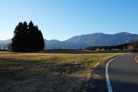 25R139牧草地付近からの毛無の山並み