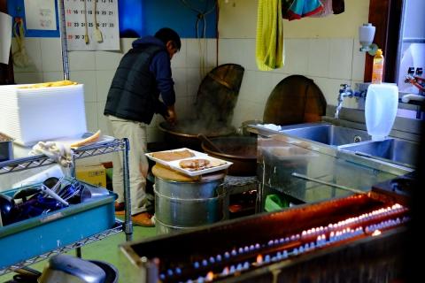 49丸子峠の鯛焼き作業中