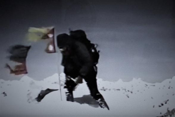 17.2.4 二人乗り白バイ 中島先生公民館展示 (「エベレスト死の彷徨」1)