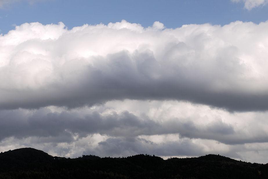 山岳波??の雲
