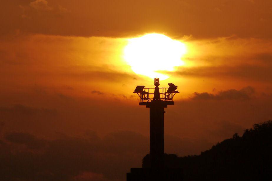 港の灯台。