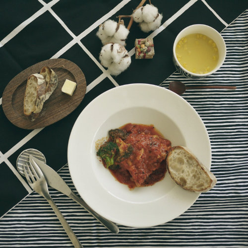 281202 モノトーンマリメッコ 鶏もも肉のトマト煮
