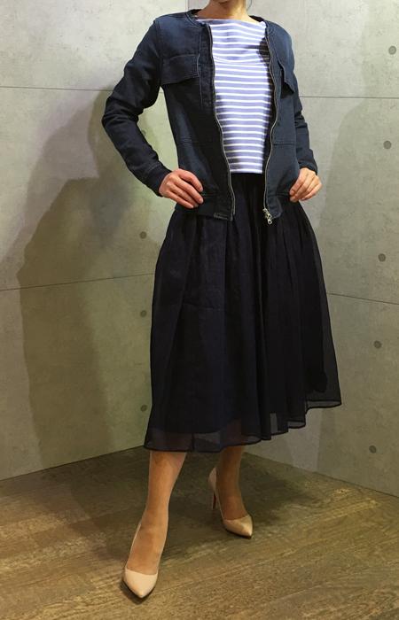 透け感コットンのふんわりスカートとイリゼのニットデニムのジャケット