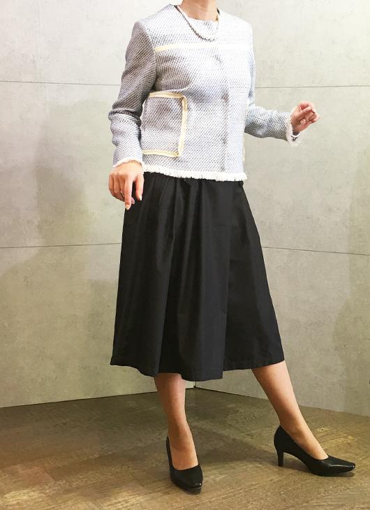 イリゼのフリンジジャケットとフラスクのスカート