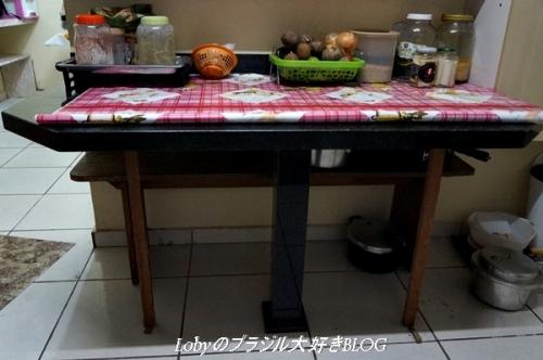 大理石のキッチンテーブル取り付けました2