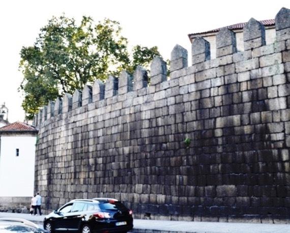 ?????????? の城壁の厚さは