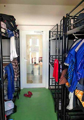 img_bfa140abc7日本語学校に通う留学生の寮の一室