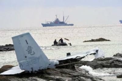 Czrsc96VIAA1py8米軍、海中の部品を回収