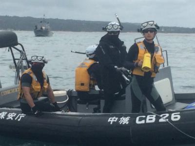 C1hv_R_UoAAN4jL海保は全員ヘルメットにカメラ