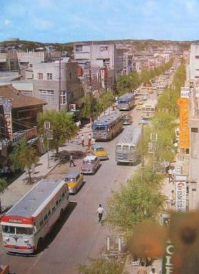 C1ouGYzVIAAAMwy昭和30年代末頃 那覇市 国際通り