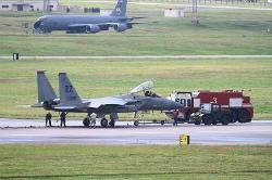 C2gbBrEUAAA94FuF15が嘉手納基地に緊急着陸