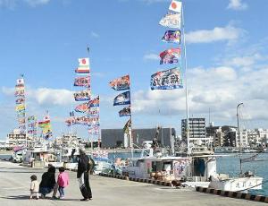C3OoYO7UcAAMj6y青空になびく大漁旗