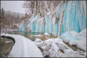 C3AOYf6WgAATa8e凍結したPlitvice湖