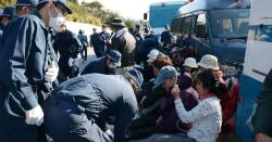 7Li2BRQ8「民意つぶすな」ゲート前で抗議