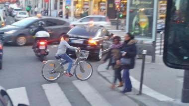 パリを走るヴェリブユーザー201611