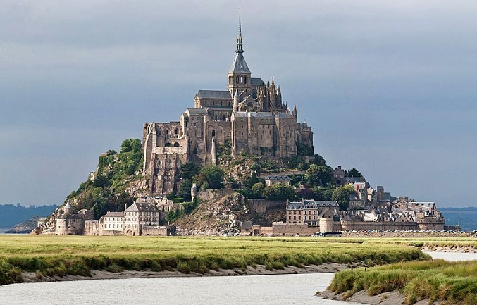 800px-Mont_St_Michel_3,_Brittany,_France_-_July_2011