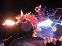 火を噴くドラゴンロボット